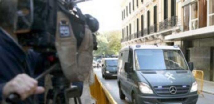 La Guardia Civile entra en la Audicencia con los detenidos que están declarando en el marco de la operación 'Púnica'. / EFE