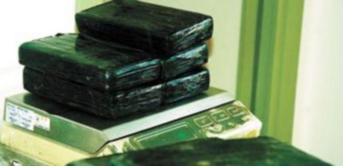 Algunos de los paquetes de cocaína incautados por la Benemérita en la capital levantina. / Europa Press
