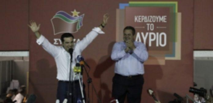 Alexis Tsipras celebra junto con Panos Kammenos la victoria de Syriza en las elecciones legislativas griegas. / Efe