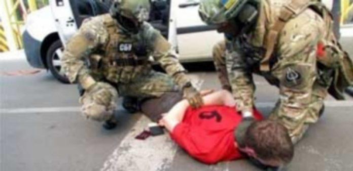 Captura de vídeo facilitada por el Servicio de Seguridad de Ucrania de la detención del ciudadano francés. / EFE