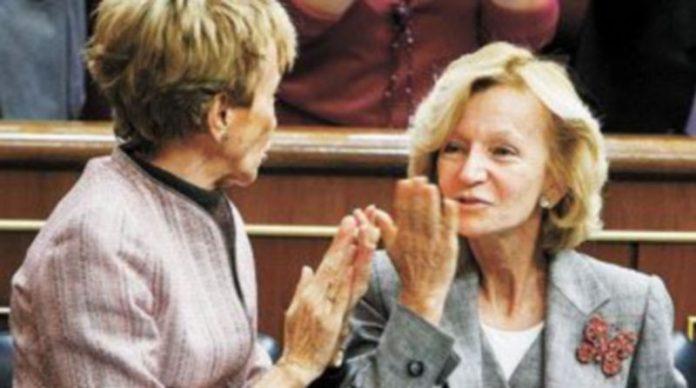 De la Vega apoyó en todo momento a Elena Salgado durante la alocución de esta última en el Congreso. / Efe
