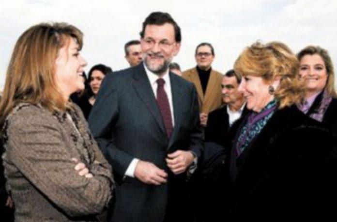 Dolores Cospedal y Esperanza Aguirre charlan con Mariano Rajoy