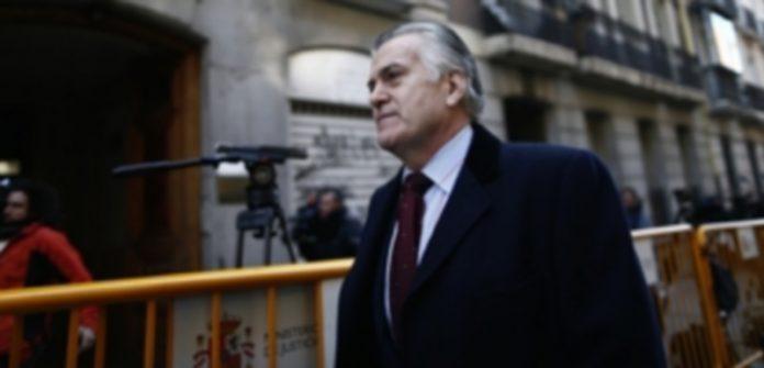 El abogado de Bárcenas argumenta que el extesorero no sería responsable. / Efe