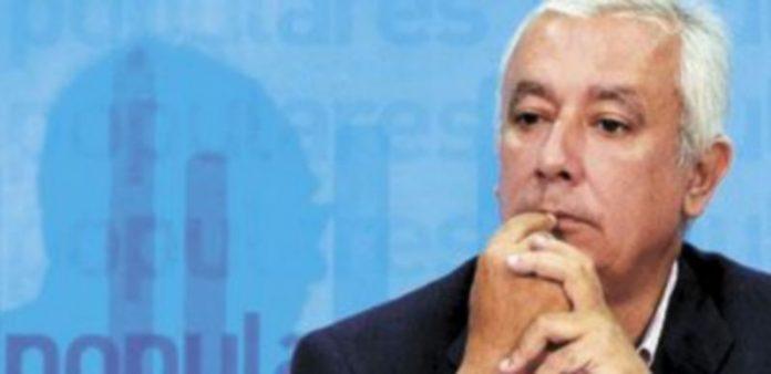 Javier Arenas espera que la confianza «vuelva a la política» tras unos tiempos de incertidumbre. / Europa Press