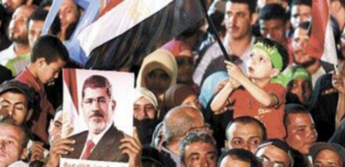 Los seguidores de Mursi salen a la calle a diario en todo el país. / Reuters