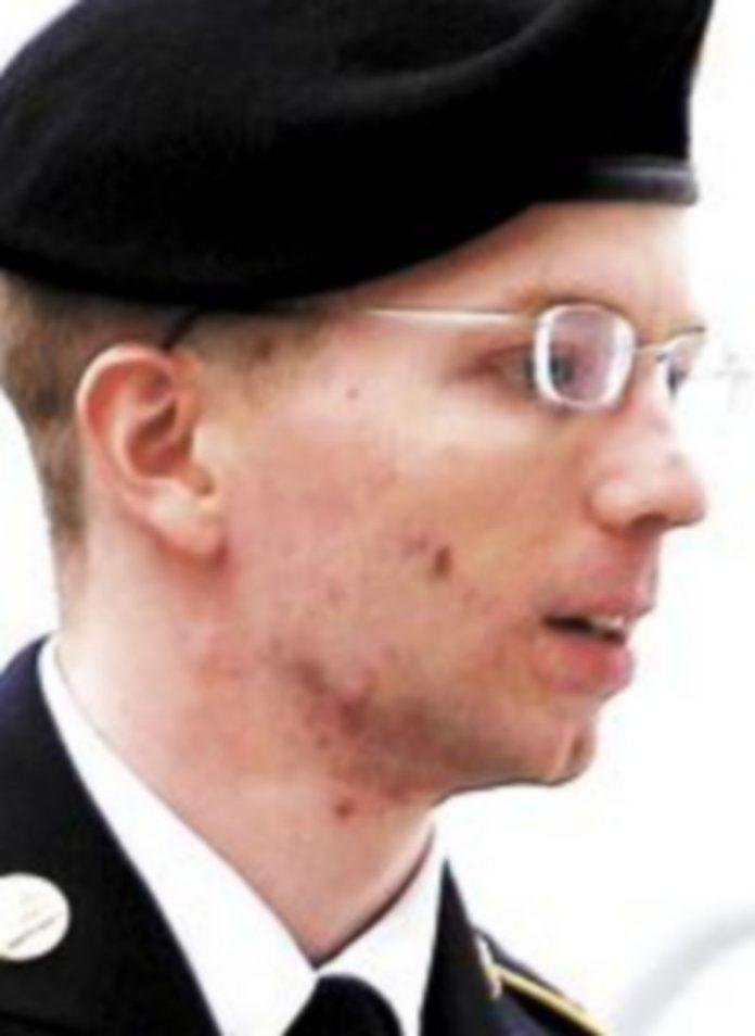 Manning fue absuelto de filtrar a Wikileaks secretos estadounidenses. / Reuters