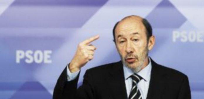 Rubalcaba criticó duramente el plan de ajuste del Gobierno de Rajoy y afirmó que las medidas del Ejecutivo traerán «más paro y más depresión económica». / Reuters.