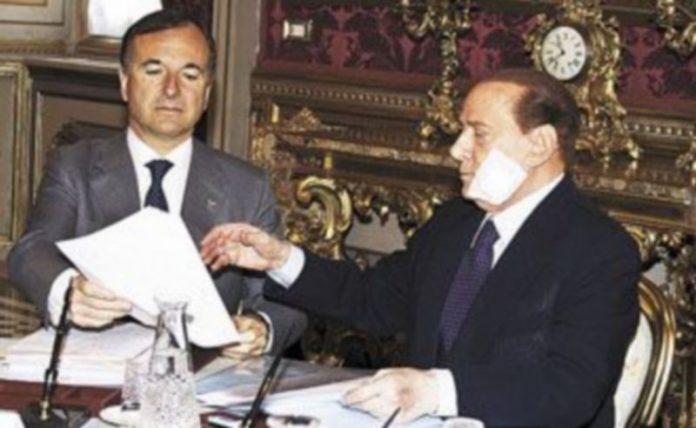 Silvio Berlusoni conversa con su ministro de Exteriores
