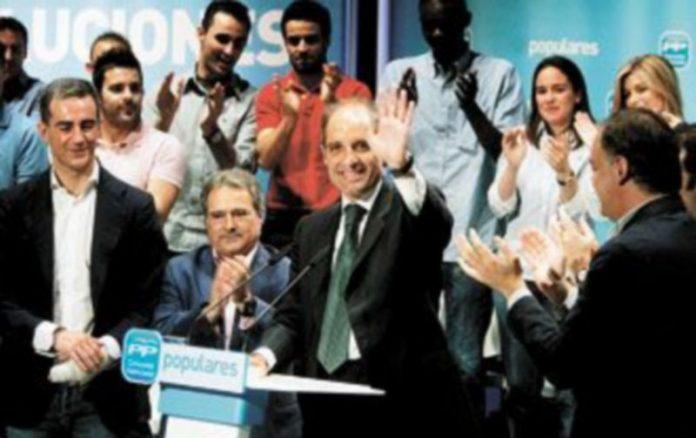 Los 'populares' Ricardo Costa (i) y Francisco Camps (c)