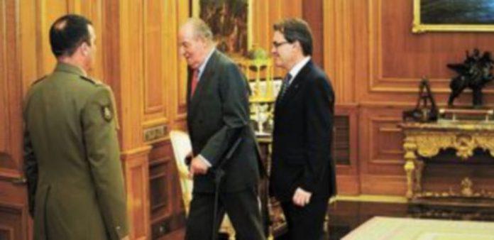 Don Juan Carlos mantuvo ayer una reunión oficial con el presidente de la 'Generalitat'. / AFP