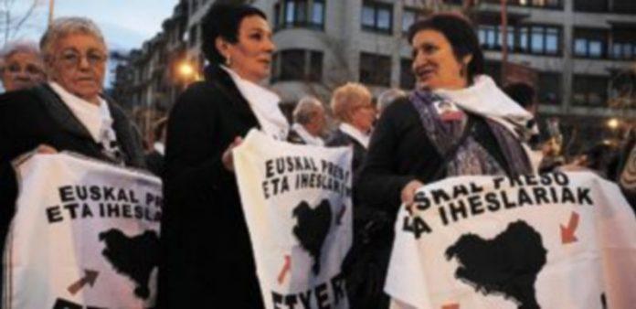 Imagen de una manifestación celebrada en Bilbao a favor de los derechos de los presos de ETA. / Reuters