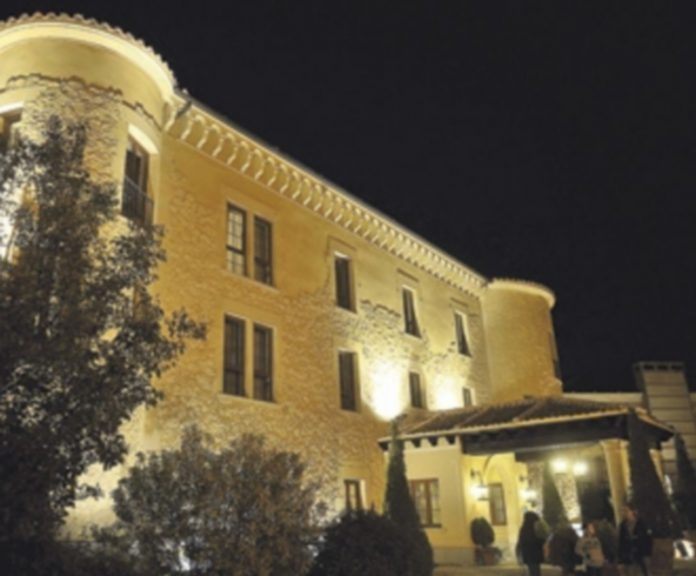 El Hotel Cándido es uno de los establecimentos hoteleros que Segovia tiene a disposición de los visitantes. / Kamarero