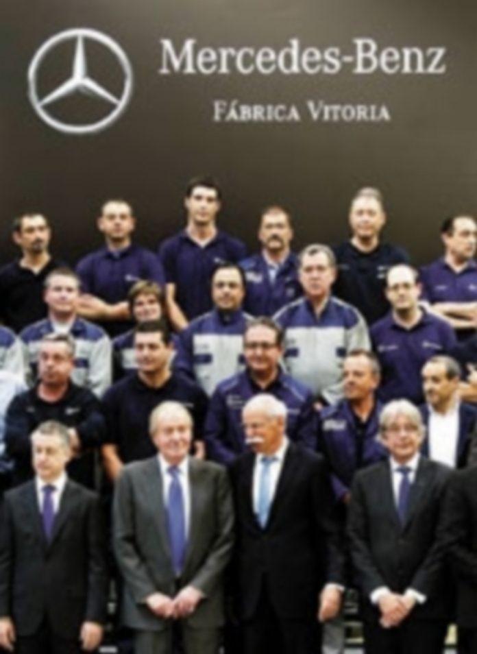Don Juan Carlos acudió a una planta de montaje en Vitoria. / David Aguilar (Efe)