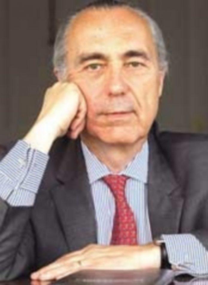 Luis Alberto de Cuenca fue galardonado con el Premio Nacional de Poesía. / Efe