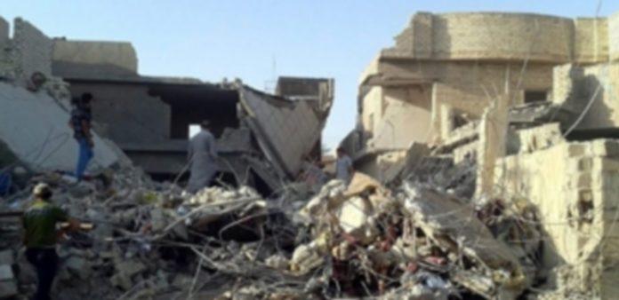 El edificio quedó en ruinas tras un bombardeo de las Fuerzas Aéreas iraquíes en la ciudad de Faluya./ Efe