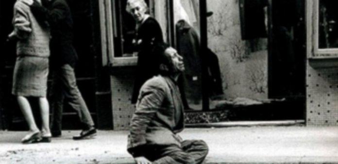 Una de las imágenes tomadas por el fotógrafo Joan Colom que podrá contemplarse en el Museo Reina Sofía. / Phe