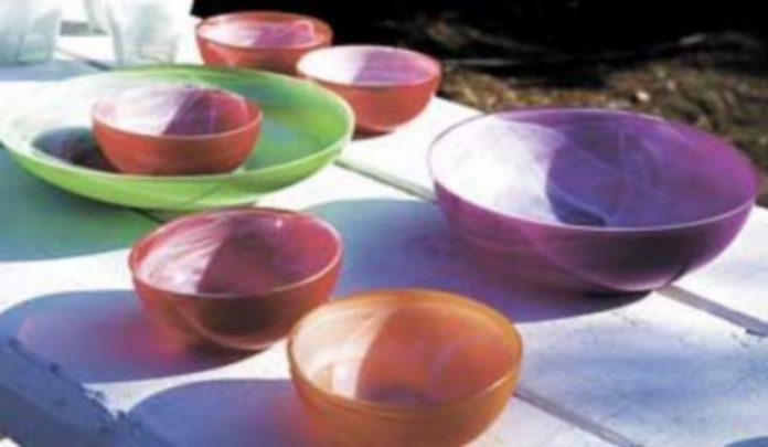 La fabricación de piezas a partir de vidrio reciclado reduce en un 25 por ciento el gasto energético. / Efe