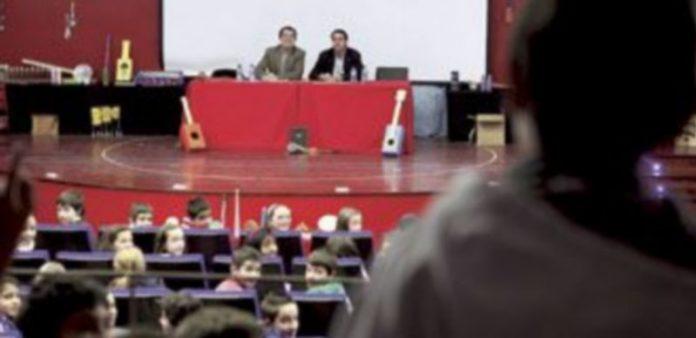 Los procuradores Javier Muñoz (PSOE) y José Ignacio Soria (PP) dieron una charla sobre la norma básica de convivencia de los castellanos y leoneses. / Ical