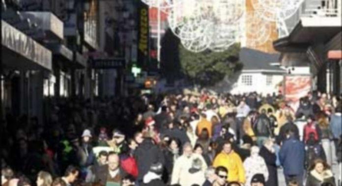 La situación económica y los gastos en compras navideñas provocarán estrés al 70 por ciento de los afectados. / E. P.