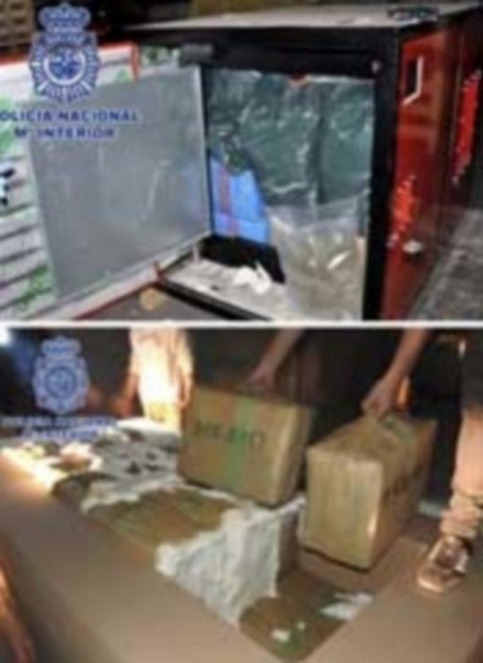 La mercancía de los detenidos iba oculta en camiones que transportaban de forma legal todo tipo de utensilios. / Efe