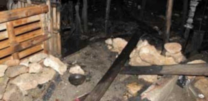 Los restos de la chabola donde se produjeron los hechos. / Efe