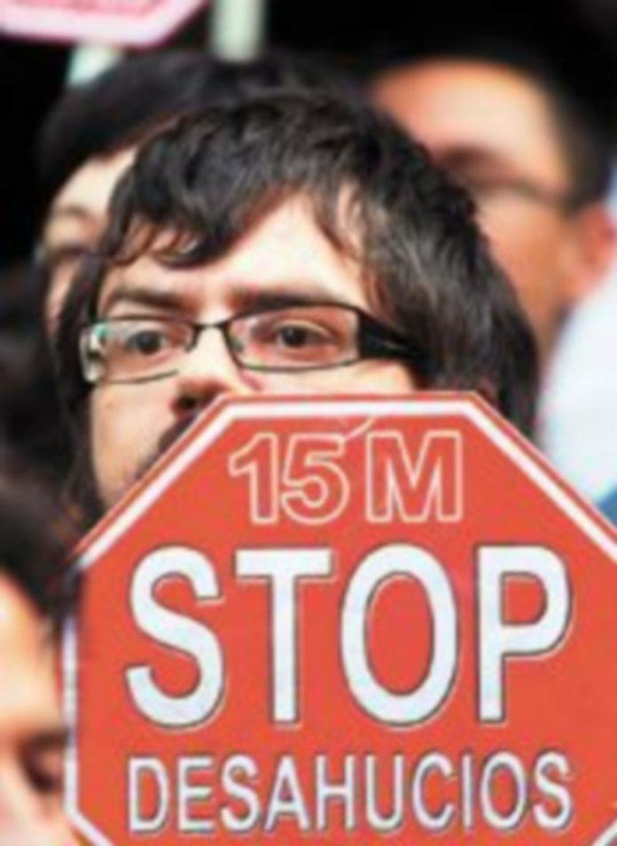 El Movimiento 15-M ha tenido mucho que ver en la organización de la resistencia ciudadana a una medida que ha causado alarma social tras dos suicidios. / Rebeca Serna