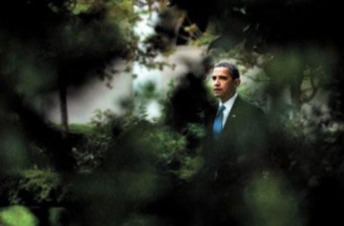 Barack Obama paseaba ayer tranquilo por los jardines de la Casa Blanca. / J.E. (Reuters)