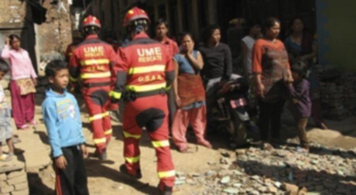 La policía científica y el equipo forense español continuarán trabajando en Nepal mientras quede esperanza. / Efe