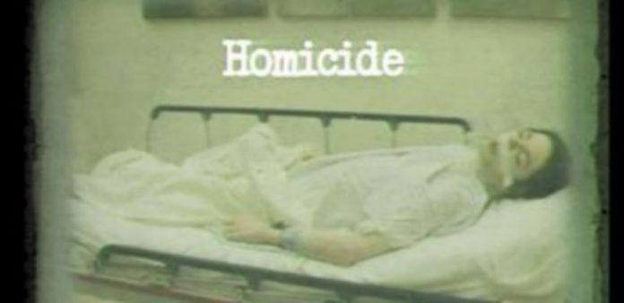 Ésta es la última foto del artista que fue mostrada ayer en la vista inicial del juicio.