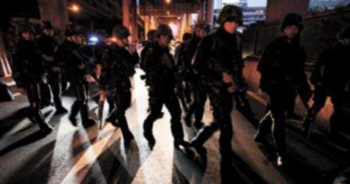 Soldados tailandeses toman posiciones en el distrito financiero de Bangkok