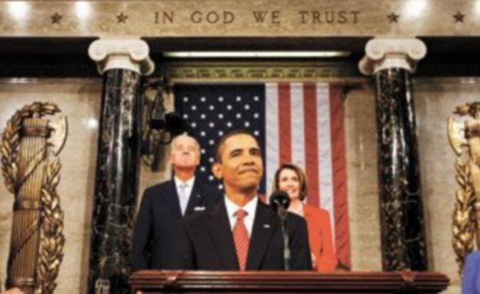 Obama pronuncia su discurso flanqueado por el vicepresidente