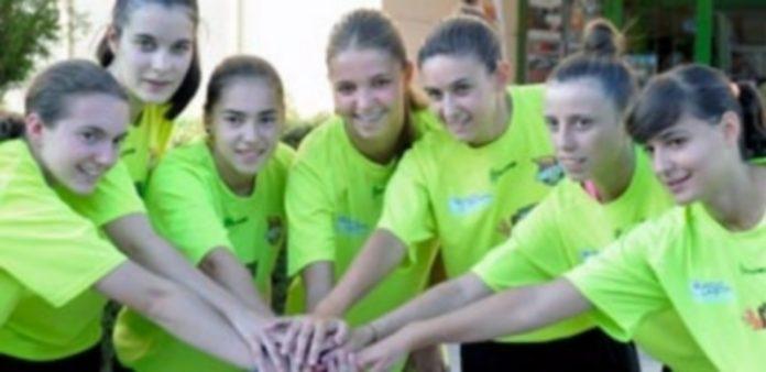Las jugadoras del Naturpellet Segovia en la presentación del Pedro Delgado. / KAMARERO