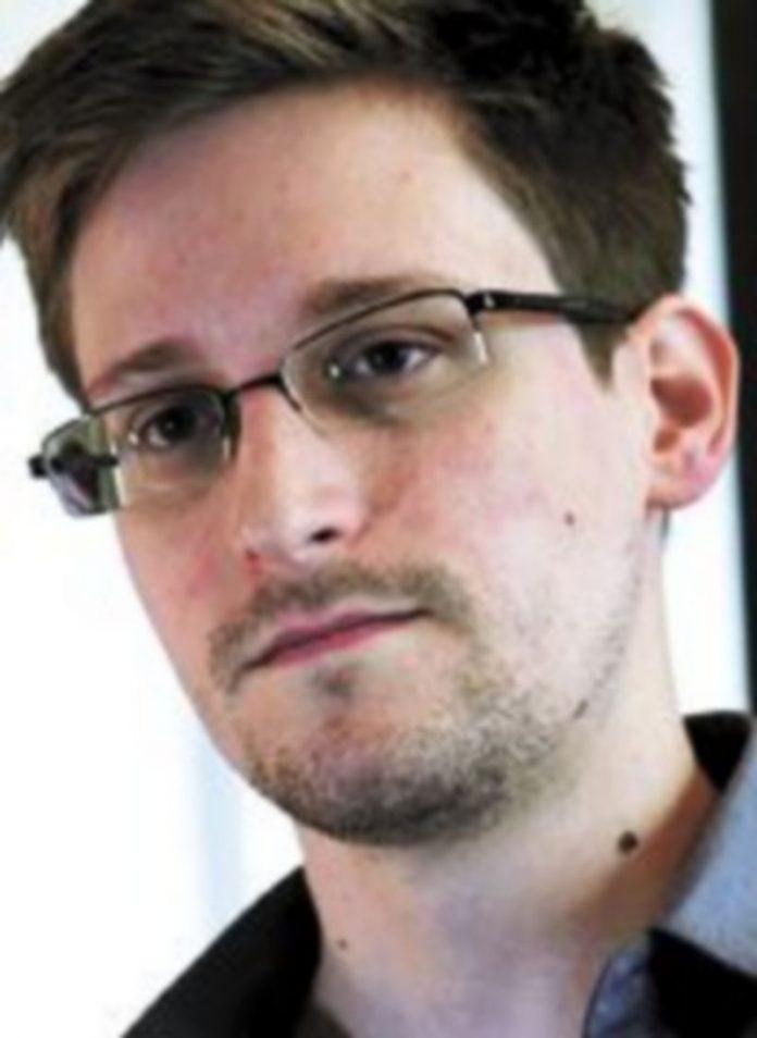 Snowden ha sido acusado de revelar secretos de Estado. / Reuters