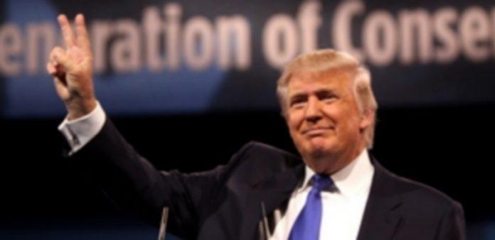 Donald Trump durante uno de sus actos de campaña como candidato por el partido republicano a la Presidencia. / E. P.