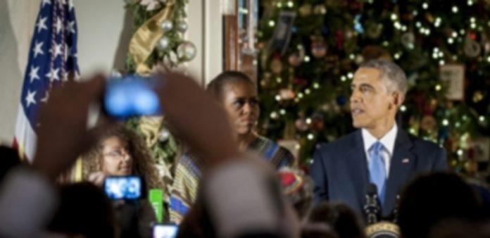 Barack Obama junto a su esposa en una recepción a los medios de comunicación Washington. / EFE