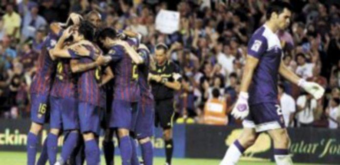 Los jugadores barcelonistas muestran su satisfacción y celebran uno de los goles logrados ante el conjunto navarro. / Reuters.
