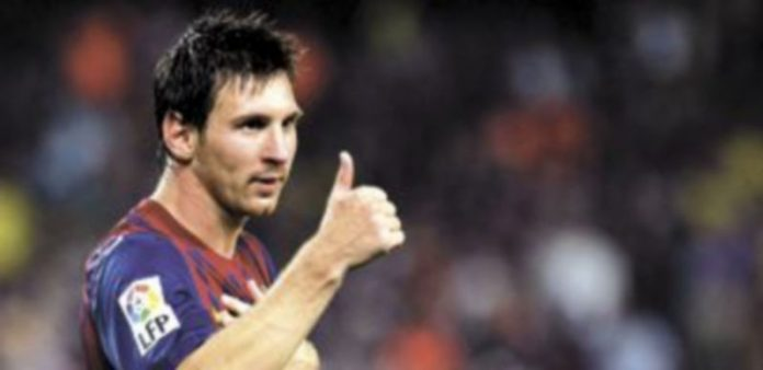 El argentino Leo Messi está dispuesto a asumir la responsabilidad frente a la portería valencianista tras los tres goles marcados a Osasuna. / Efe.