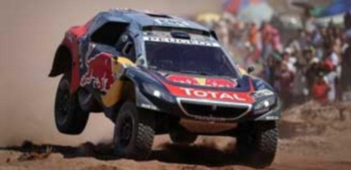 Carlos Sainz y su copiloto Lucas Cruz (Peugeot)