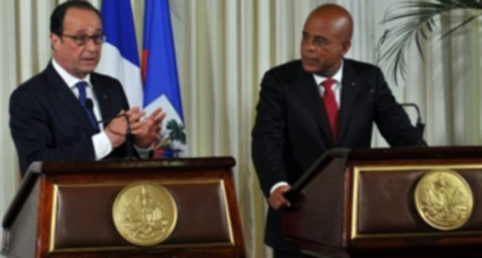François Hollande junto al presidente de Haití