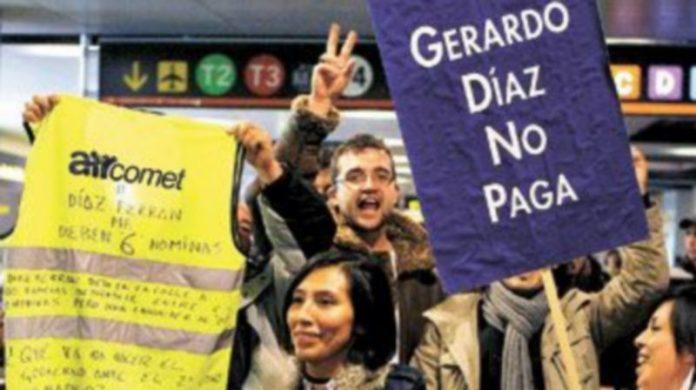 Los empleados de Air Comet se han manifestado durante meses para reclamar las nóminas que no les ha pagado la aerolínea. / Efe