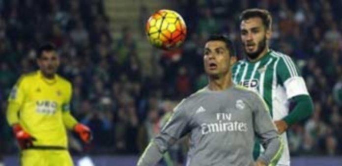Los merengues se dejaron dos puntos en Sevilla en el empate ante el Betis. / EFE