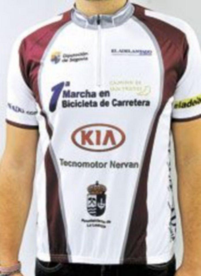 Maillot conmemorativo que los ciclistas inscritos pueden recoger ya. / Kamarero
