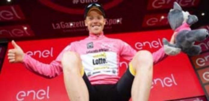 El ciclista holandés Steven Kruijswijk celebra su gran resultado durante la etapa de ayer en el Giro de Italia que le acredita el liderato en la competición. / EFE