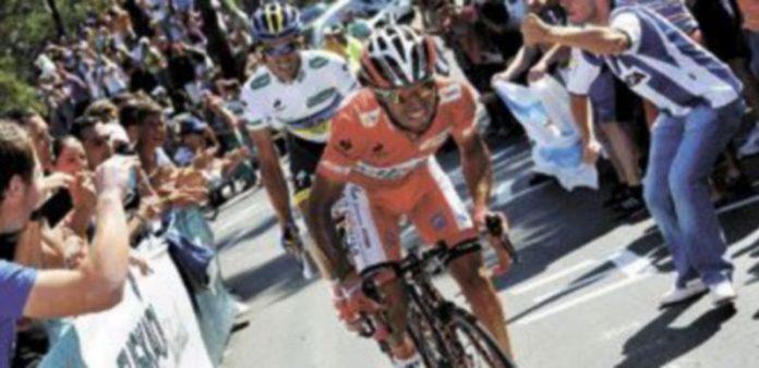 Contador fue a rueda de 'Purito' hasta que el catalán dio el hachazo definitivo. / Reuters