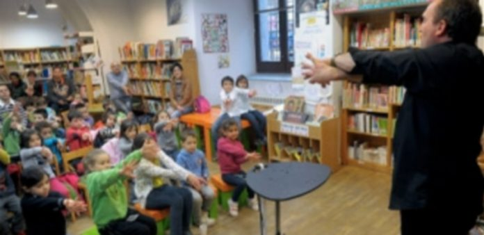 """Padres e hijos disfrutaron con los trucos de Pablo Potter y sus palabras mágicas: """"Rebota"""