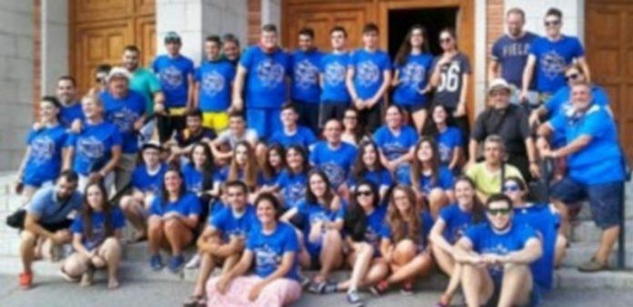 Jóvenes de la diócesis de Segovia antes de partir desde la parroquia de Nuestra Señora del Carmen a la Jornada Mundial de la Juventud este fin de semana. / Marcelo Galindo