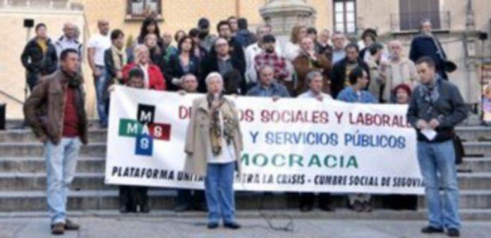 Integrantes de la plataforma posaron en San Martín con una pancarta reivindicativa. / Alberto Benavente