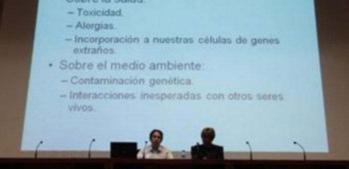 El licenciado en Biología Ambiental y la presidenta de la Asociación