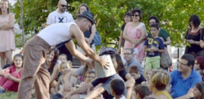 El Festivalito reúne cada año a cerca de 2.000 niños y sus familias en el parque del Reloj de Nueva Segovia. / CRISTINA YUSTA