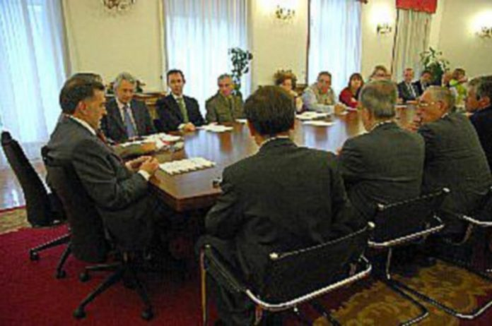Un momento de la reunión en la Subdelegación